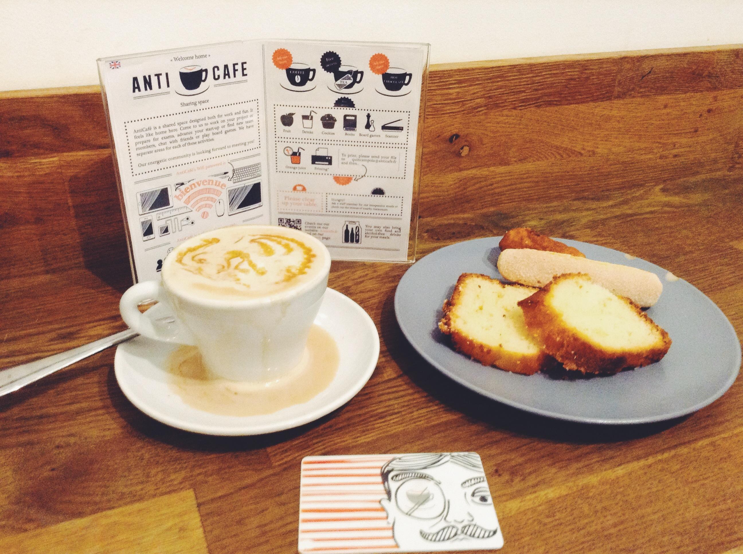 AntiCafé Paris latte
